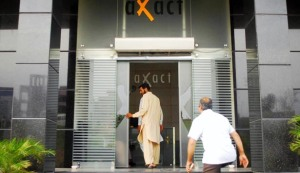 Px19-073 RAWALPINDI: May19 - FIA workers seen during a raid on office of a private company at G. T. Road. ONLINE PHOTO by Raees Khan